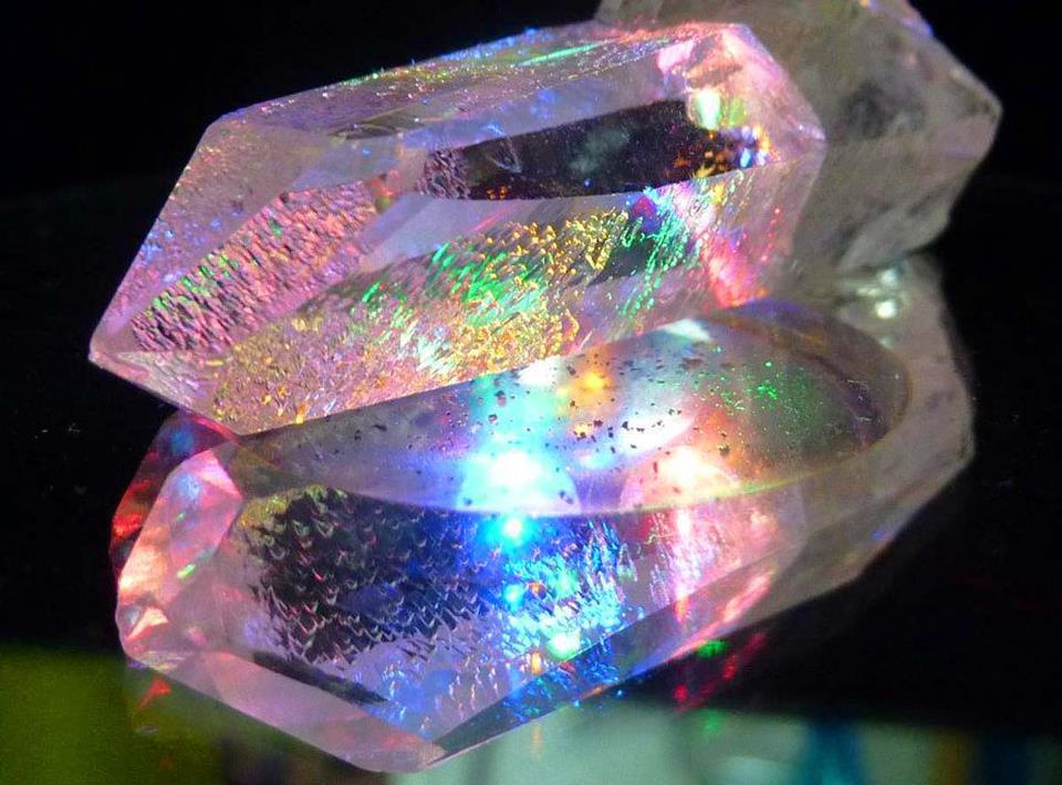 Kristallen en Half/Edelstenen Therapie: liefdeslicht.com/wat-doen-wij/energetische-behandelingen/kristallen...